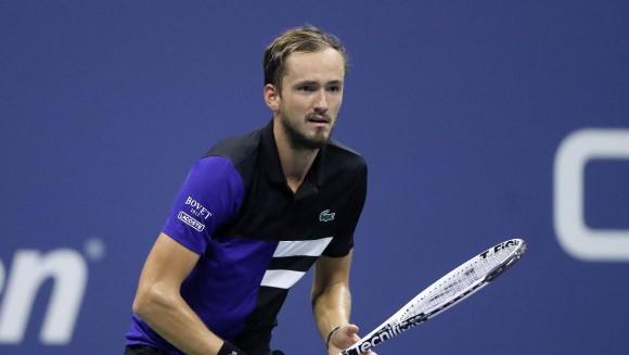 Даниил Медведев записа трета поредна победа в Лондон bet365