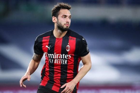 Хакан Чалханоолу може да напусне Милан в посока Арсенал bet365